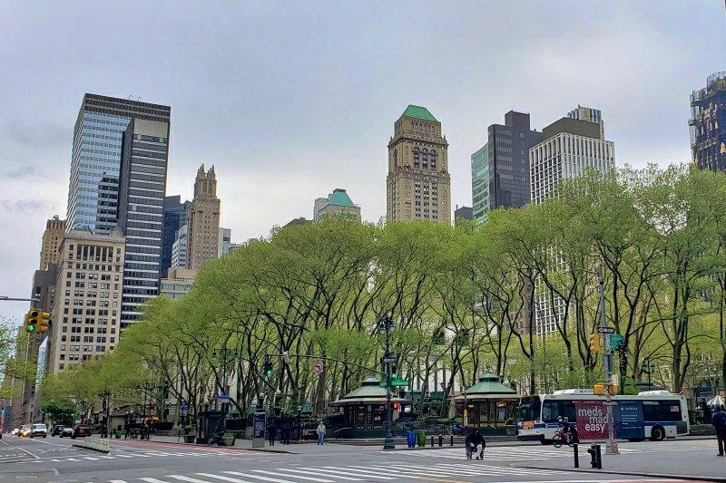Bryant Park just across the street and just before a rain shower | janavar